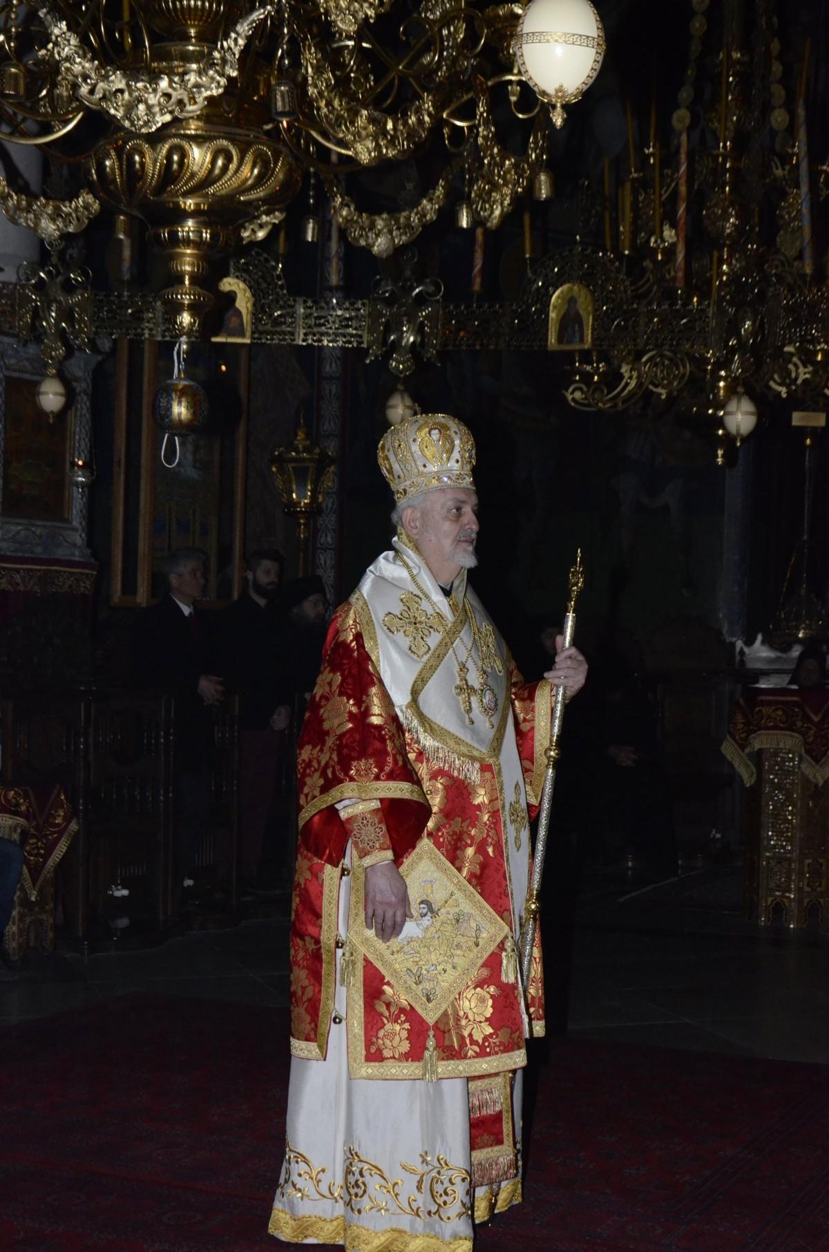 Su eminencia Emmanuel con los paramentos litúrgicos de la ordenación